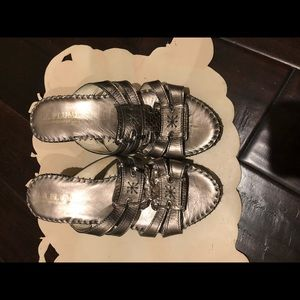 Shoes - Great brand new flip flops